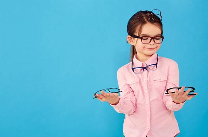 ¿Si te pones las gafas de otra persona se dañarán tus ojos?