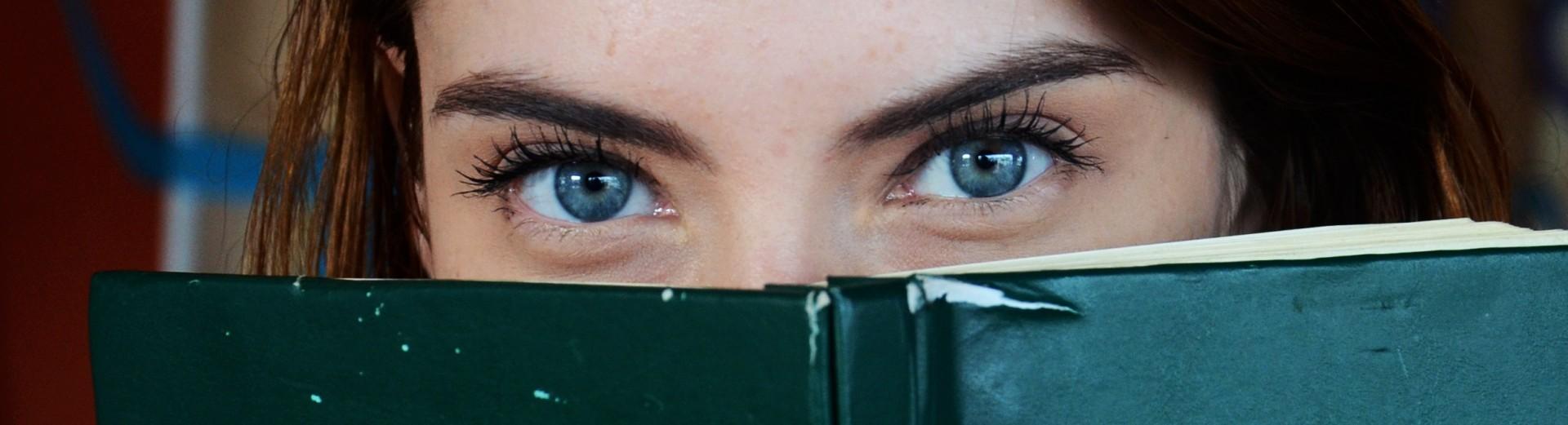 Un láser podrá convertir tus ojos marrones en azules