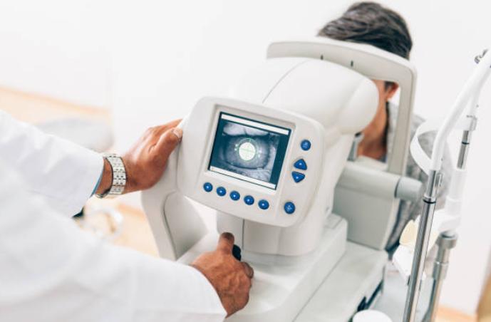 Un simple examen de ojos podría prevenir el ataque cerebral