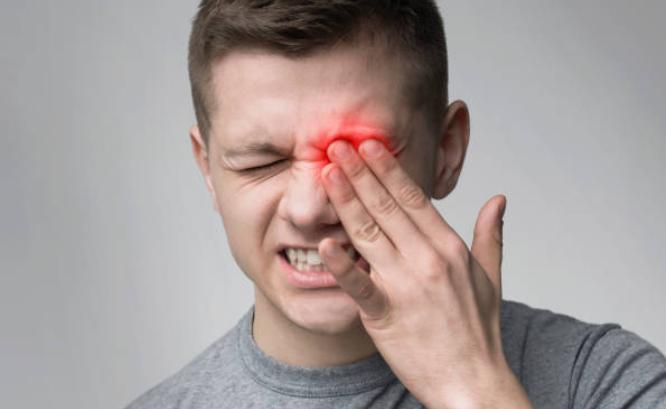 ¿Cómo se trata una erosión corneal?